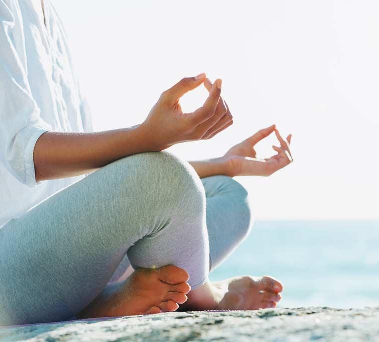 OMWORKS-Yoga für Tag und Nacht. Lotussitz
